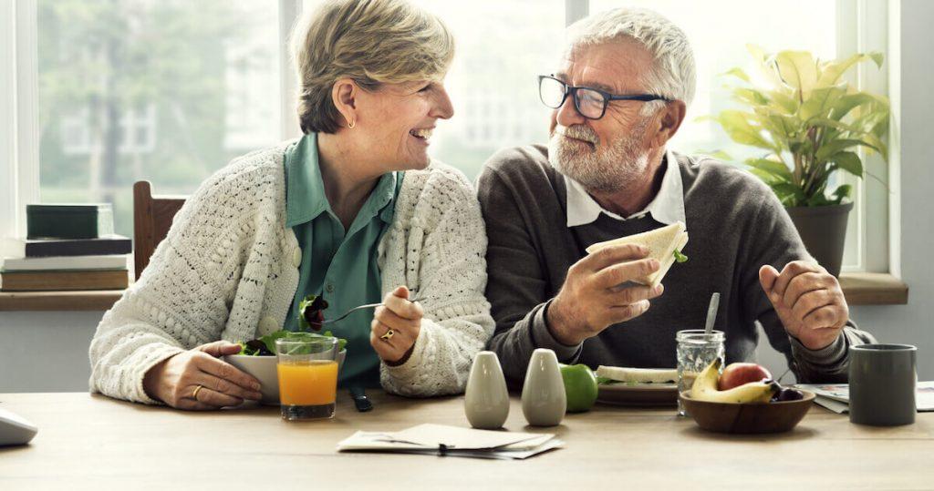 Happy couple in retirement (1)